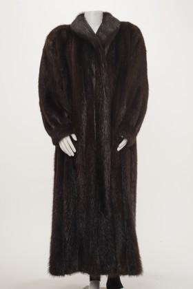 TW0284 - Brown Beaver Coat Front